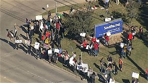 Protest Opposing Vaccine Mandates Held at Southwest Airlines' Dallas HQ Monday