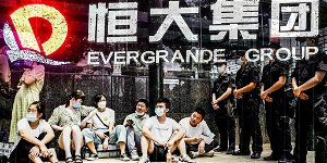 Evergrande contagion fears hit Hong Kong stocks, with default expected
