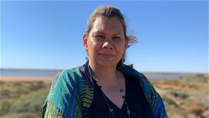 New Greens senator Dorinda Cox becomes fifth Indigenous woman in parliament — and she wants to be a 'beacon' for others
