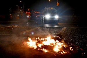 Appeals for calm after further violence on NI streets