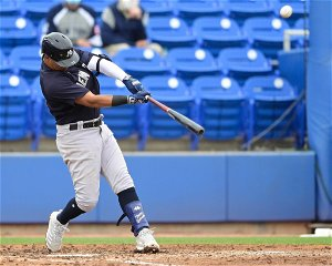 Yankees trade Thairo Estrada to Giants for cash considerations