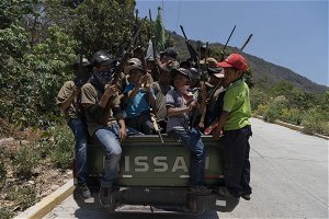 The child soldiers of Guerrero cry out against the narco armed and with shots in the air