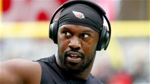 Chandler Jones upset about contract, requests trade from Cardinals