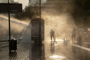 Greece: Tear gas fired during protest of vaccine mandate