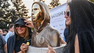 Hungary: Statue honoring mysterious Bitcoin founder unveiled
