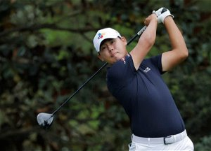 No putter, no problem for Kim after he snaps club in anger