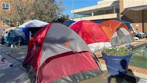 'They would rather sleep outside': Howard University students protest 'unlivable' dorm conditions
