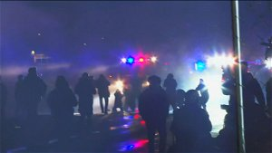 Protests and police clash in third night of protests after death of Daunte Wright