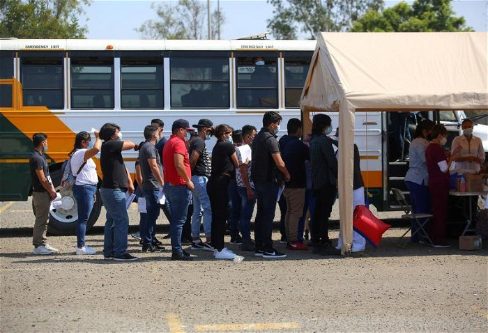 Biden administration preparing to offer vaccines to migrants along Mexico border