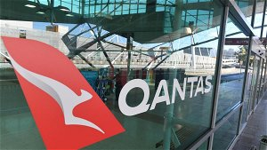 Qantas cancels WA flights as Perth Airport included in COVID exposure sites, contacts test negative