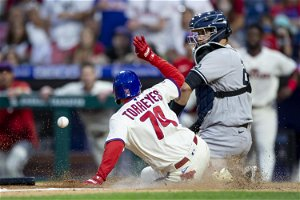 Segura's 2nd straight walkoff lifts Phils over Yankees 8