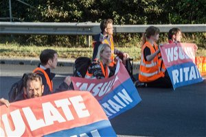 Blocking M25 as part of Insulate Britain protests 'legitimate' and 'reasonable', says Green MP Caroline Lucas