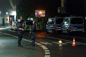 German police have released 3 people arrested after a foiled attack on a synagogue. The main suspect, a 16-year-old, remains in custody.