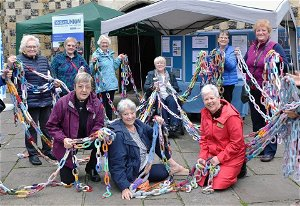 Giant knitted chain raises awareness of modern slavery problems - Wokingham.Today