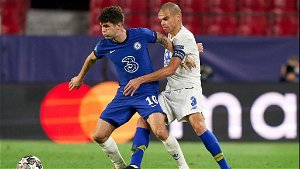 Pulisic Watch: USMNT star takes beating from Porto in influential 90 mins