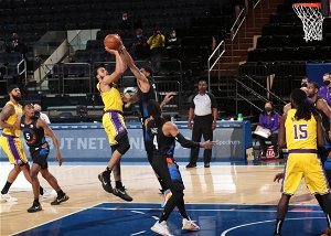 Lakers' offense sputters in loss to Knicks