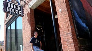 'Brickhouse in front, Gravy in back': Two restaurants team up to solve hiring woes