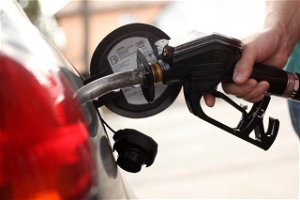 Average US price of gas jumps 6 cents per gallon to $3.02