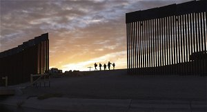 US state of Texas to build a wall along Mexico border: Governor