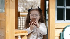 Sofia, 7, gets first Easter egg following life-changing transplant