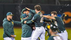 Andrus Hits Walk-Off Single in 9th, A's Edge Royals 4