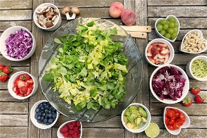 Polyphenol-rich diets improve leaky gut syndrome in the elderly