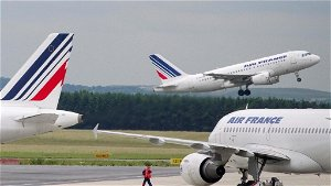 French lawmakers approve a ban on short domestic flights