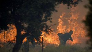 More evacuated as Spain deploys military against wildfire
