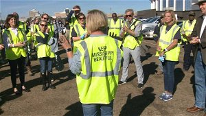 Volunteers pick up trash to kick off Gateway to Jackson cleanup event