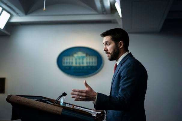 White House begins talks with lawmakers on COVID