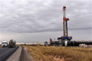 U.S. drillers add gas rigs, hold oil rigs steady this week: Baker Hughes