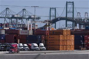 Los Angeles, Long Beach ports to fine shipping companies over backlog