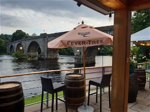 Covid in Scotland: Drinking at the bar will be allowed in pubs