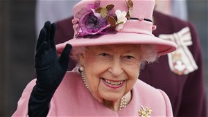 Queen cancels Northern Ireland trip after doctors advise her to 'rest for next few days'