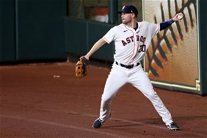 Astros Dink and Dunk Their Way to a Win, Tying Series