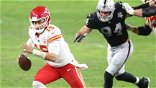 Patrick Mahomes finds wide-open Travis Kelce to give Chiefs victory