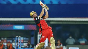 In Pics - AB de Villiers stars as Royal Challengers Bangalore clinch last-ball thriller against Mumbai Indians