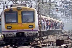 Maharashtra Govt May Restrict Commoners From Boarding Local Trains, Say Reports