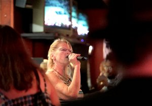Watch now: Karaoke comeback at local bars give singers a chance to be 'their own rock star'