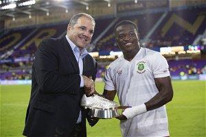 Vlijter receives CNL top scorer award from Concacaf President