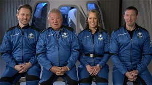 Chris Hadfield to Captain Kirk: Astronaut urges William Shatner to 'soak up' space