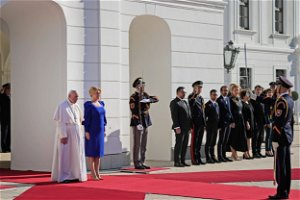 Pope in Slovakia to honor Holocaust dead on Day 2 of tour