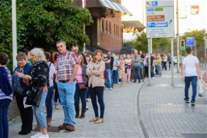 Fans queue around the block as Manics play free gig for NHS workers