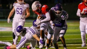 With torn labrum, Camdenton quarterback leads Lakers back from down 18 to stun Glendale