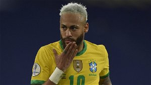 Soccer-Neymar scores again to edge closer to Pele's Brazil record