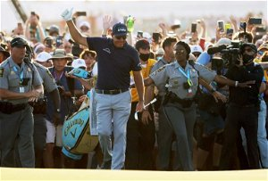 After record six runner-ups, Mickelson chases US Open win
