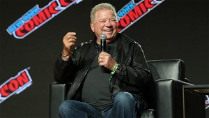 Winds delay Blue Origin's space launch with Shatner