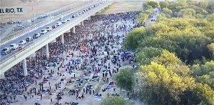 FAA bans flights over Texas bridge sheltering mass of migrants