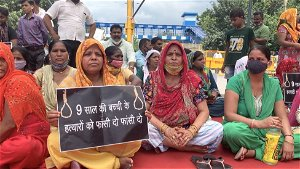 Dalit girl rape and murder: Indians protest over girl's forced cremation