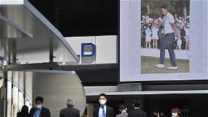 Golf: Touching Masters gesture by Hideki Matsuyama's caddie Shota Hayafuji goes viral - NZ Herald